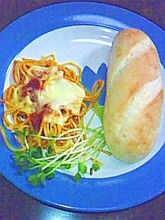 プチパンとチーズナポリタン