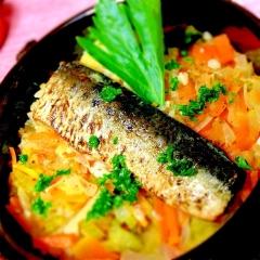 サフラン薫る鰯マリネと香味野菜の炊き込みご飯