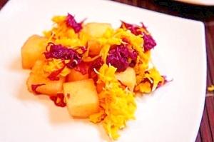 秋の彩り満載、2色の菊と柿のはんなり酢の物