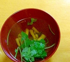 和食に添えて、しめじと三つ葉のおすまし
