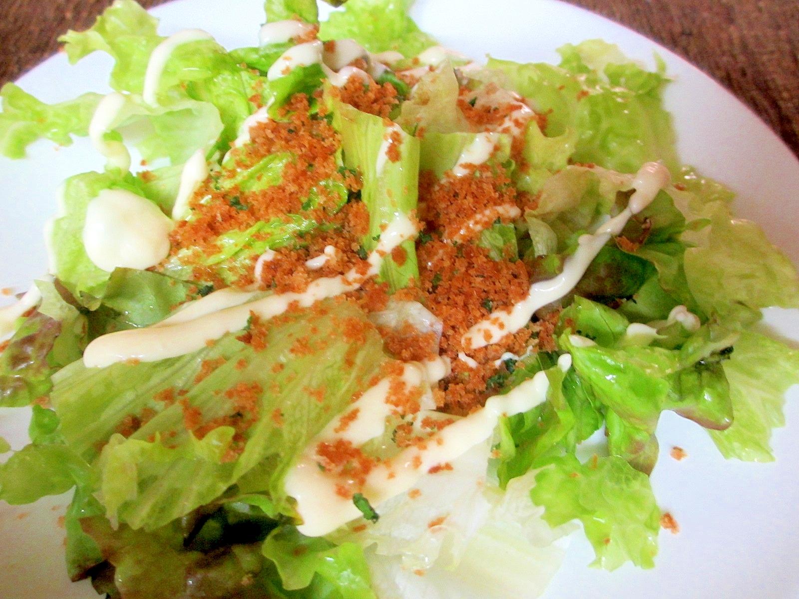 レタスのガーリックパン粉サラダ