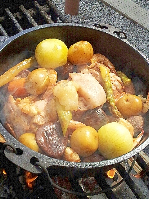 ダッチオーブンでお肉と野菜のクレソル蒸し焼き