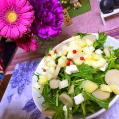 林檎と魚肉ソーセージの簡単サラダ
