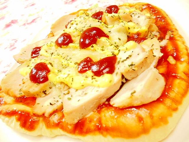 鶏ハムと辛子マヨケチャのチーズピザ