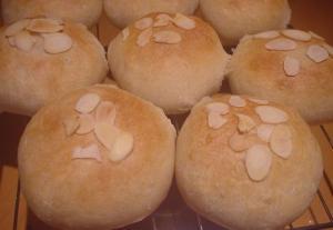 ほんのり甘いはちみつパン レシピ・作り方 by ロップイヤーももちゃん|楽天レシピ