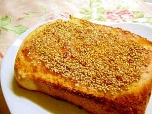 胡麻好きさんに捧げる苺ジャム生姜の胡麻トースト
