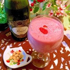 デザート感覚でいただく苺ワインミルク