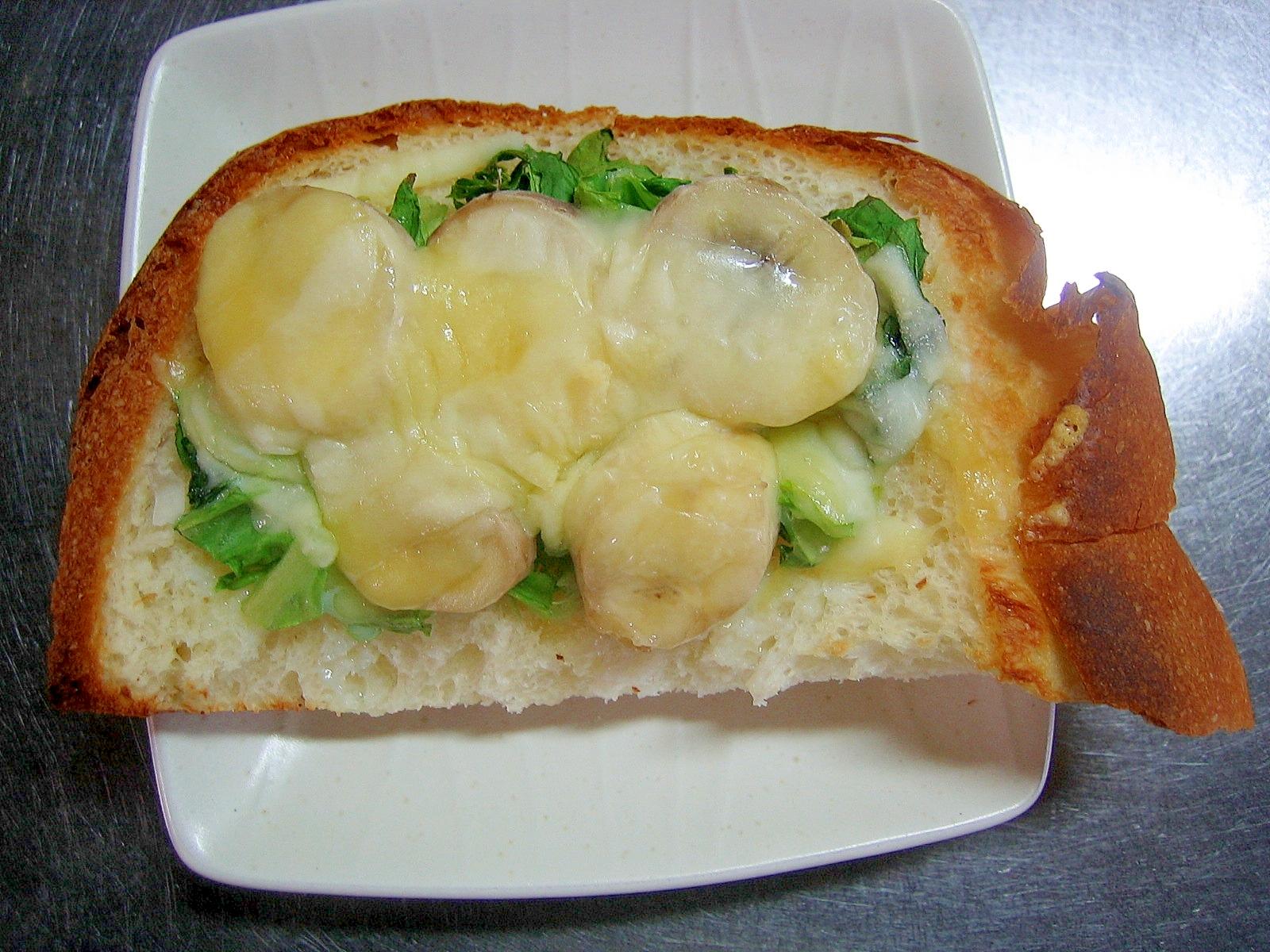 サラダ菜&バナナの練乳かけチーズトースト