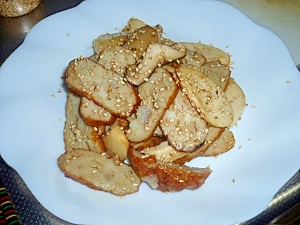 イワシのすり身のさつま揚げとエリンギの炒め物