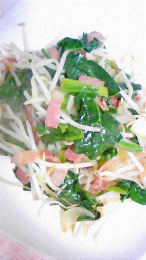野菜たっぷりベーコンとほうれん草のソテー