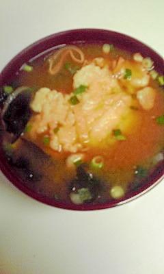 天ぷら入り味噌汁(インスタント味噌汁使用)