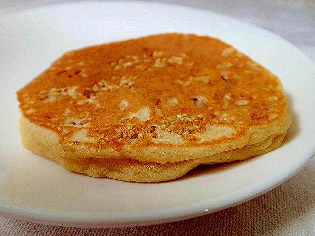 きな粉と水煮大豆と金胡麻の大豆粉パンケーキ