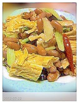 中国湯葉とゆで落花生の和え物