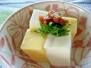 相性ピッタリ☆梅しそトッピングの金銀豆腐