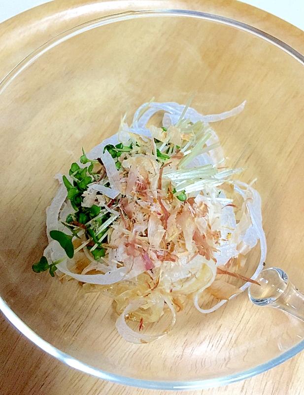 25. 新玉ねぎとスプラウトの簡単サラダ