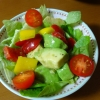 彩りが良い!アボカド&パプリカのサラダ