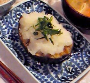 山盛りおろしの米ナスのステーキ