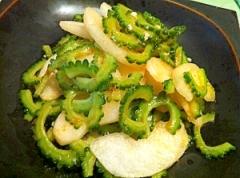 ゴーヤと和梨の甘くて辛い中華風サラダ