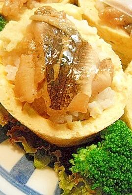 やわらか穴子をふんわり卵で巻いたお寿司