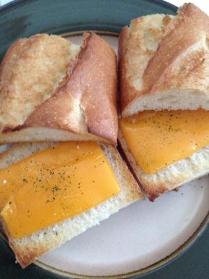 ガーリック&チェダーチーズサンド