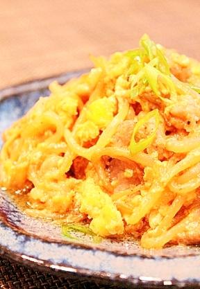 簡単☆豚コマ肉ともやしのオイマヨ卵とじ☆カレー風味