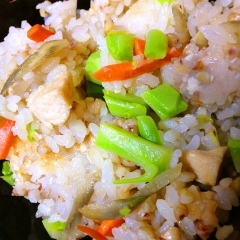 秋野菜の彩り滋味満載炊き込み混ぜごはん
