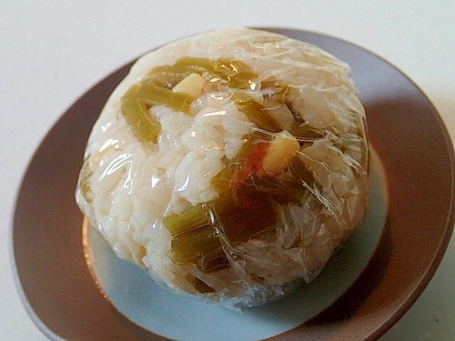 麺つゆで つわの煮物と松の実の生姜香るおにぎり