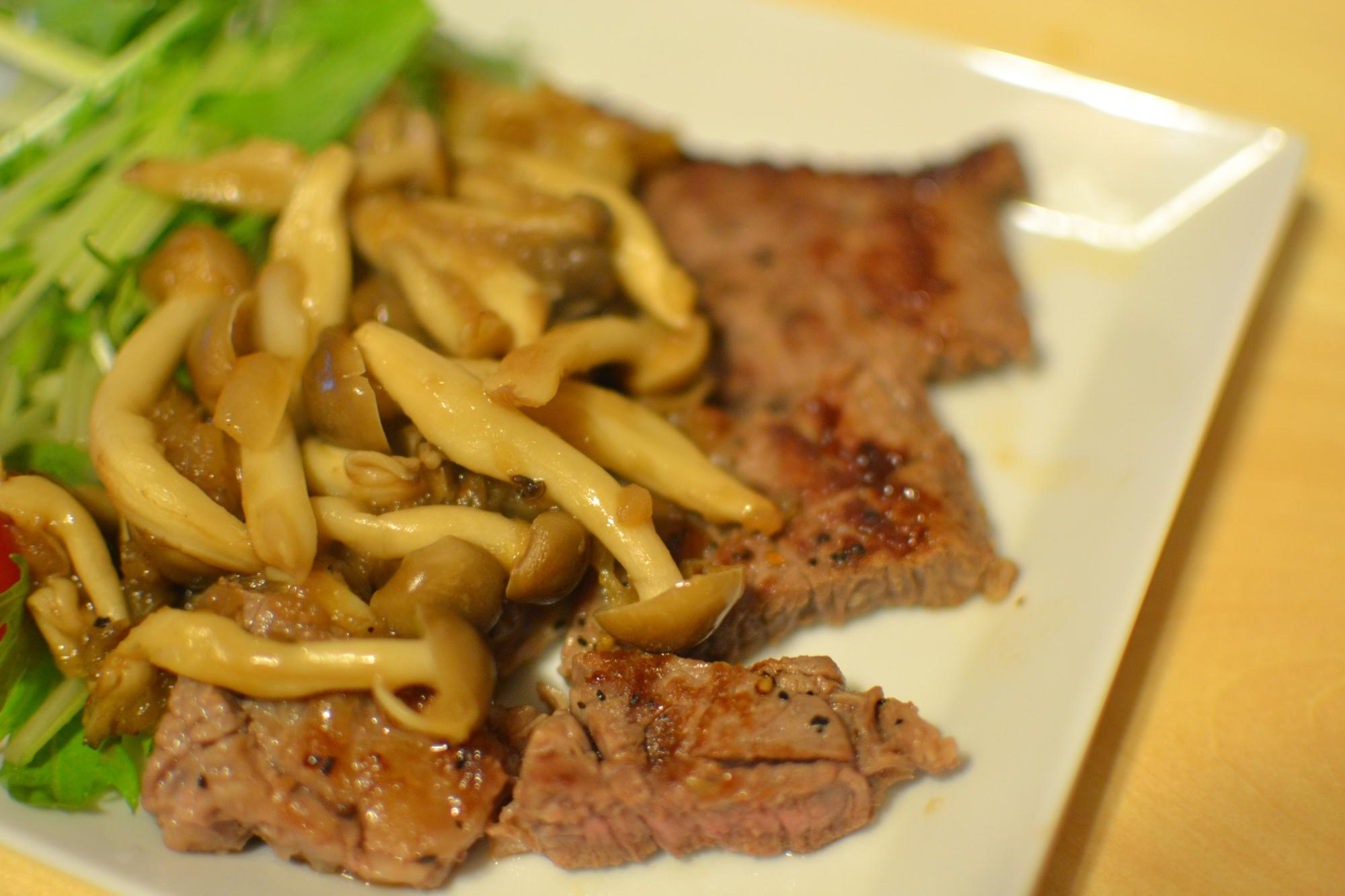 牛肩ロースのステーキ オニオンソース