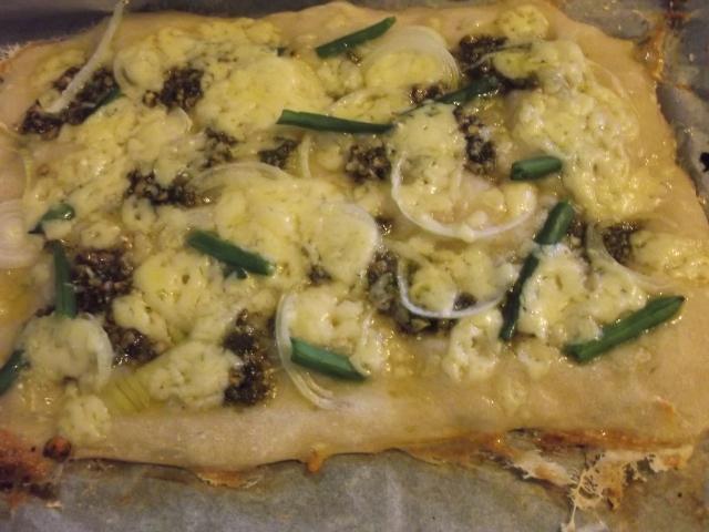 バジルペーストで簡単☆ベジタリアンピザ