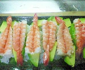 海老とアボカドの寿司(握りorちらし)