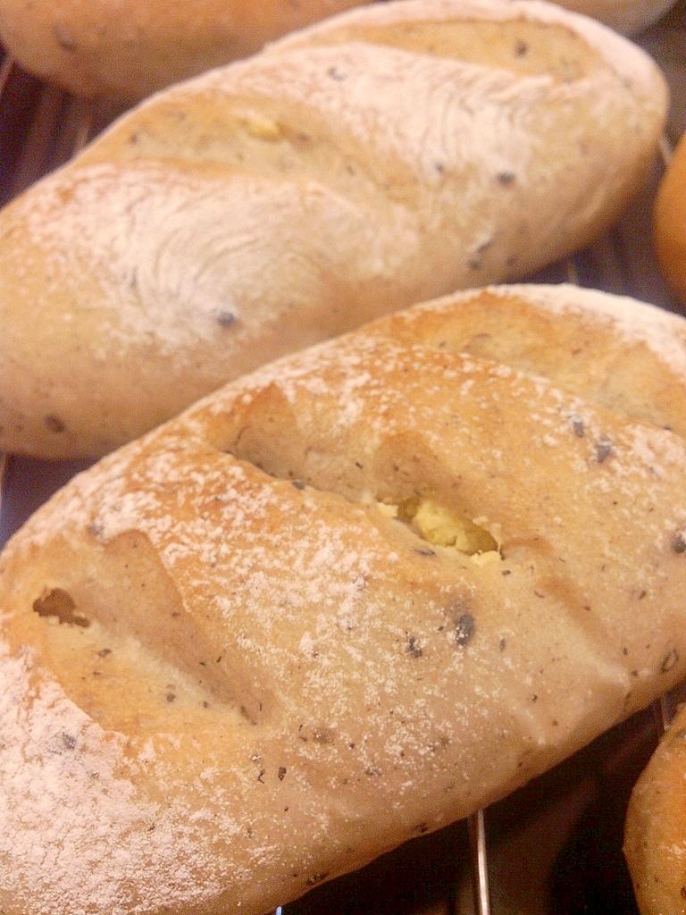 さつま芋と黒ゴマのパン
