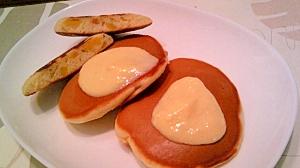 柚子入りホットケーキに柚子ソースを添えて