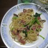 ベーコン、エリンギ、小松菜のペペロンチーノ