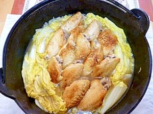 鉄鍋派!焼き手羽先の白菜蒸し煮、だしも手羽先と白菜
