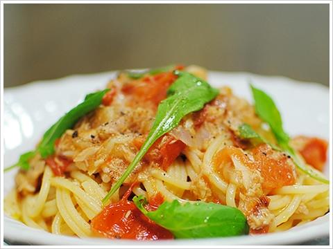 ツナとルーコラ、フレッシュトマトのスパゲッティ