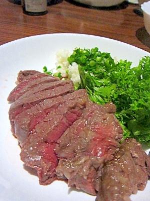 とても柔らかぁ…☆ 外国産牛ヒレステーキの塩麹漬☆