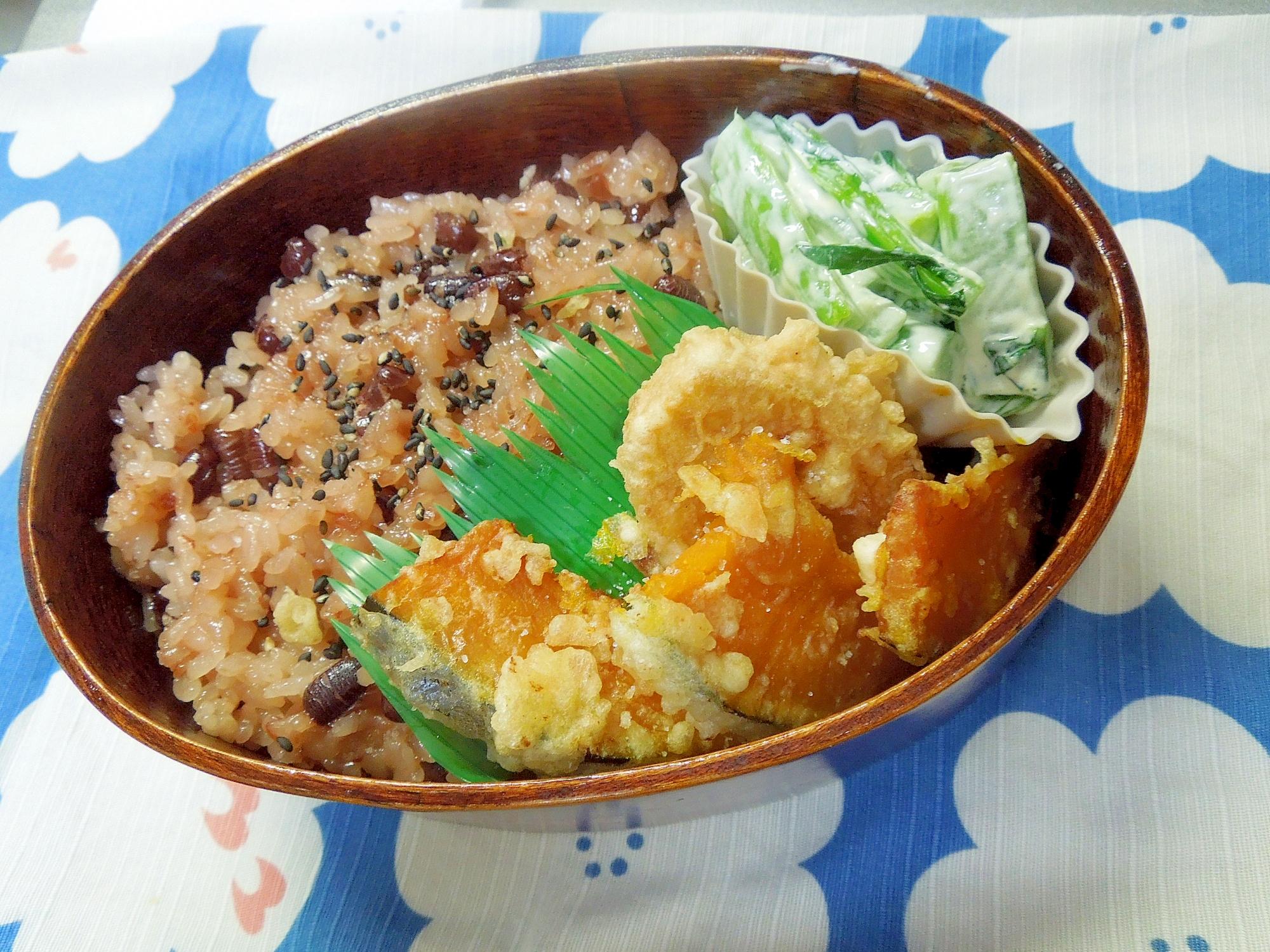 お赤飯とカボチャさつまいもの天ぷら弁当