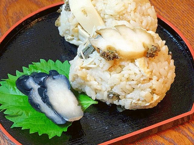 北海道グルメ☆ 「あわび山菜釜飯のおにぎり」