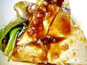 御飯でとろーり旨いハマチの味噌あら炊き