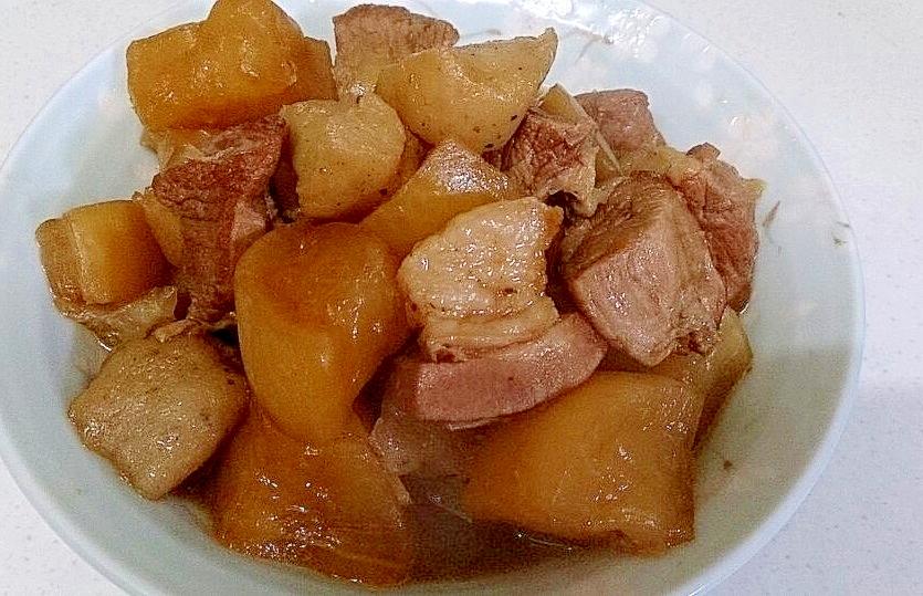 豚バラ肉と大根の煮込み
