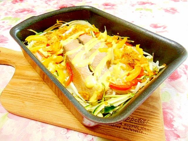 麺つゆ甘鮭とドリトスと彩り野菜のトースター焼き