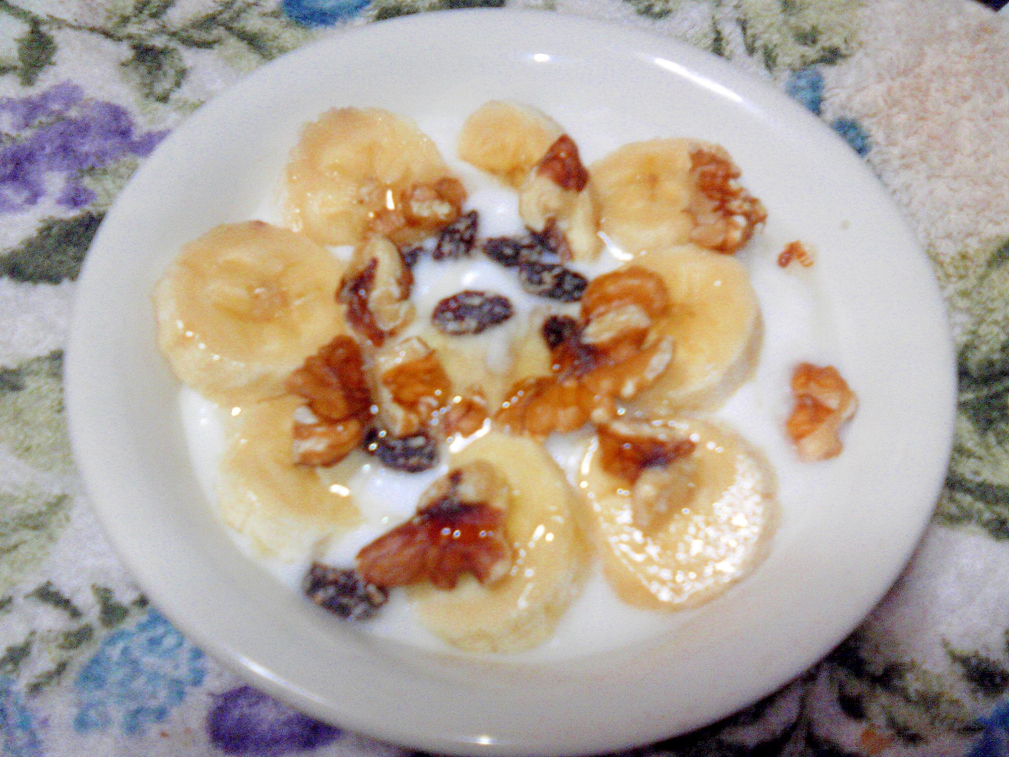バナナと胡桃とレーズンde贅沢気分なヨーグルト