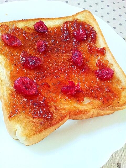 苺ジャムと桃ジャムのクランベリートースト