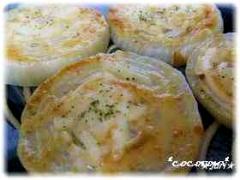 おつまみにピッタリ♪玉葱の味噌マヨチーズ焼き