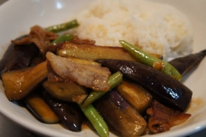 黒酢でさっぱりと仕上げた豚肉と茄子のオイスター炒め