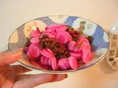 きれいなピンクに♪ 日野菜の甘酢漬け