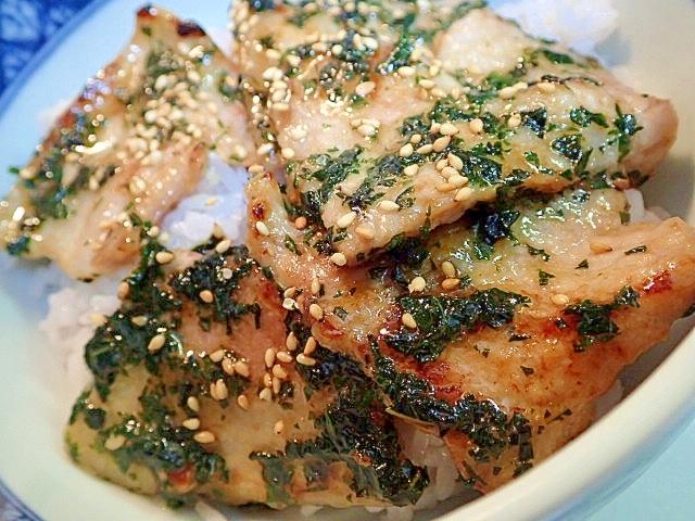 鶏がら塩糀スープの素で 豚バラモロヘイヤ丼♪