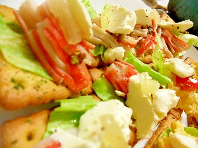 カマンベールチーズとカニカマのカナッペ