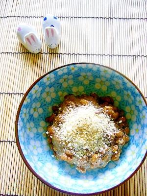 【納豆】パルメザンチーズ+黒胡椒+オリーブオイルで