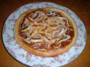 スルメイカのピザ